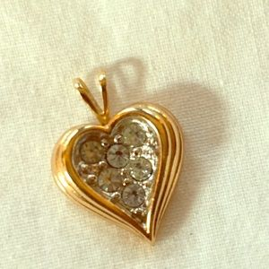 Vintage Avon Full of hearts pendant